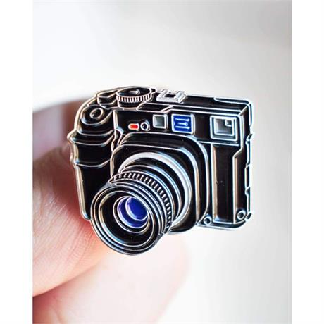 Offcial Exclusive Mamiya 7 - Pin Badge thumbnail