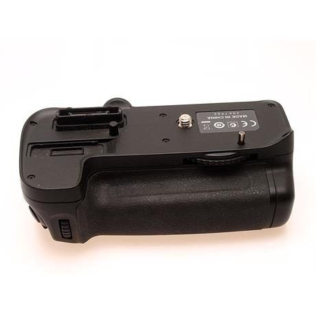 Nikon MB-D11 Battery Grip (D7000) thumbnail