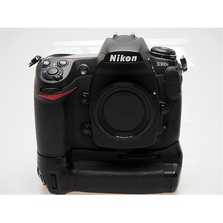 Nikon D300S + MB-D10 Grip thumbnail