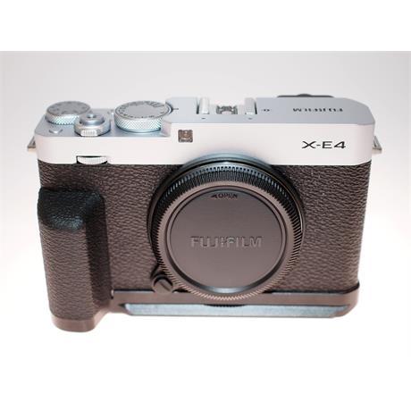 Fujifilm X-E4 Silver Body + Hand Grip thumbnail