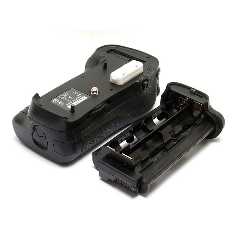 Nikon MB-D12 Battery Pack (D800/E) Thumbnail Image 0